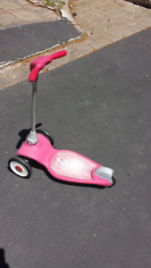 Radio Flyer Red 3-wheel toddler scooter - good for boys or girls