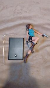 Action Figure ~ Lara Croft ~ Tomb Raider with Stand ~ Loose