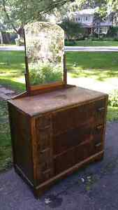 Antique dresser with mirror West Island Greater Montréal image 1