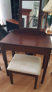 Kids or teens Vanity table and stool (Mahone Bay)