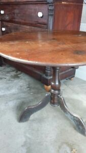 Antique tilt top table from 1790