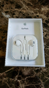 ***APPLE EARPODS - NEW IN BOX***