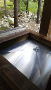 Stainless steel shower base made in Québec