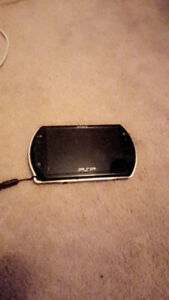 Mint psp go black comes with case and 16gb memory card