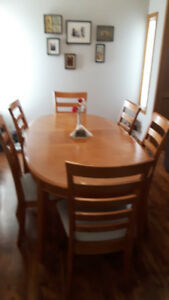 Oak Dining Room Set ... NOW PRICED TO SELL