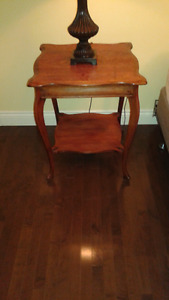 MAHOGANY-STAINED SOLID WOOD TABLE