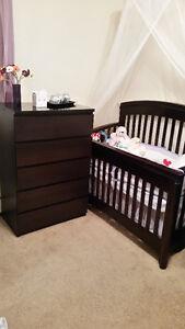 Elegant Baby Crib And Dresser Combo: Includes Mattress & Bedding