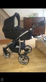Travel system with carrycot, push chair, car seat, rain cover and changing bag