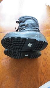Used Winter Sorel Winter Boots Boys Size 1 Strathcona County Edmonton Area image 2