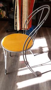 kit Chaise et table à vendre ensemble
