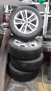 Jantes d'alliage d'origine et pneus d'hiver presque neuf 205-55-