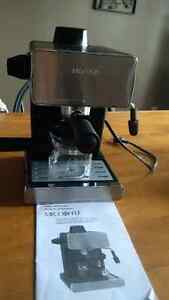 Mr. Coffee Steam Espresso/Cappuccino Maker Kingston Kingston Area image 1
