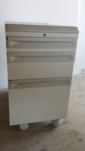 3 drawer cabinet on wheels