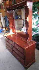 Solid wood dresser Kitchener / Waterloo Kitchener Area image 3