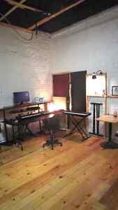 SHARED STUDIO FOR RENT / STUDIO A LOUER