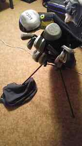 Right hand golf club set and bag