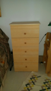 Lovely blond dresser/Belle commode blonde! $40