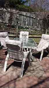 Patio table and 4 chairs with chair cushions in great condtion .