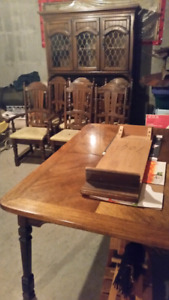 Hutch Table And Chairs