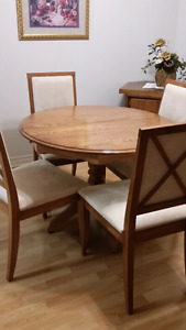 Beautiful kitchen table and chair