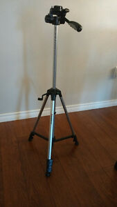 Canon DC100 DVD Camcorder and Tripod Kingston Kingston Area image 9