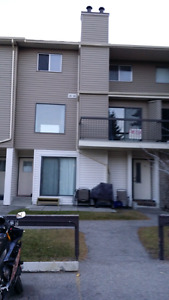 Rundle LRT condo for rent