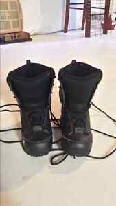 BOYS  SNOWBOARDING BOOTS SIZE 5 GREAT CONDITION.