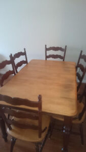 Solid wood table inc/ chairs - Made in Canada - seats 4-6