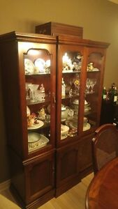 Dining Cherry Wood Table, Matching Hutch and 6 Chairs Windsor Region Ontario image 4