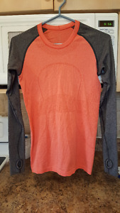 LULULEMON LONG SLEEVE IN BRAND NEW CONDITION