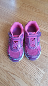TODDLER SHOES SIZE 8.5 (SAUCONY)
