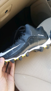 Kids boys size 6 nike cleats shoes soccer or baseball