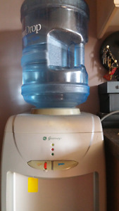 Free-standing hot & cold water cooler/fridge