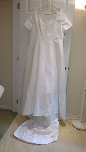 Sample wedding gowns.  UPCYCLE! $40 - DRESS 8