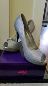 Sparkling silver size 8 heels