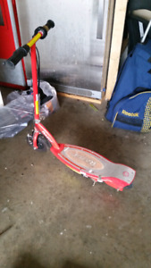 Razor e100 scooter for sale  complete with charger
