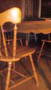 Solid maple table and chair set Kingston Kingston Area image 3