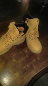 Boys Timberlands size fits a size 6/7