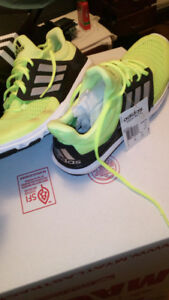 adidas mens size 9 shoe ( Brand New in Box )