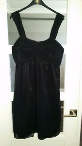 Maternity dresses size Large and X Large $10 ea or lot for $30! London Ontario image 3