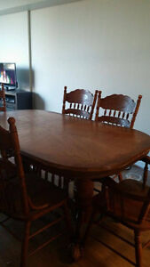 Wooden Dining Room Table and Chairs Belleville Belleville Area image 1
