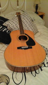 YAMAHA RARE LL11 ACOUSTIC GUITAR WITH CASE