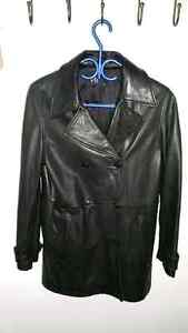 Gap woman's leather jacket  West Island Greater Montréal image 1