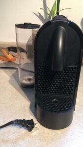 Machine à café Nespresso U +classeur à capsules