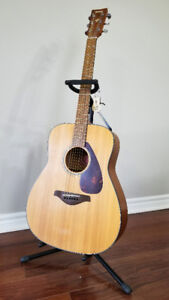 Yamaha Acoustic Guitar FG700MS - Like New