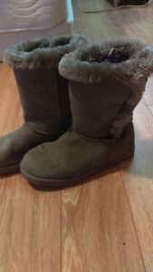 Womens size 5 winter boots Kitchener / Waterloo Kitchener Area image 1