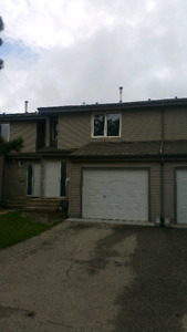 This 3 bedroom townhouse for rent in St. Albert for only 1275$