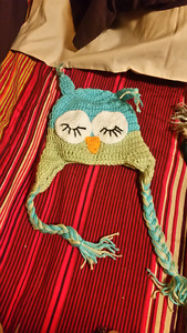 Cute knitted owl hat never worn