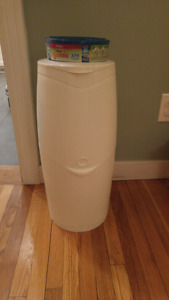 Genie diaper bin with bags