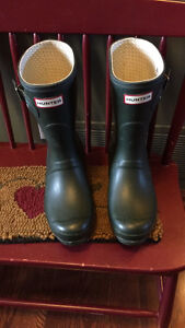 Short Green Hunter Boots Size 7 with Socks London Ontario image 2